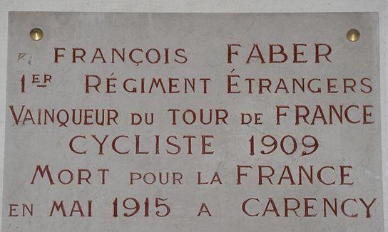 Eine Marmortafel in Notre-Dame-de-Lorette erinnert an den Tour-Gewinner Faber. Sein Leichnam wurde nie gefunden, das von Geschützten umgepflügte Schlachtfeld wurde sein Grab.