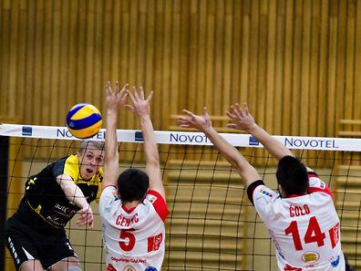 Lukasz Owczarz (l.) und Strassen schieden wie erwartet gegen Brcko aus dem Challenge Cup aus.
