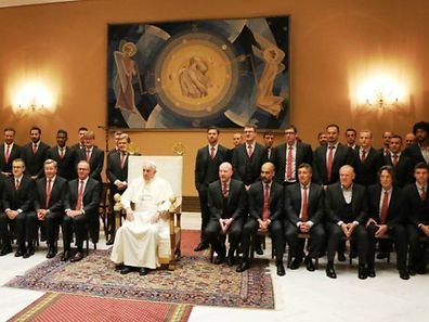 Die Bayern-Spieler beim Papst.