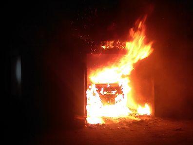 Ein brennendes Auto und mehrere andere Brände - das ist die Bilanz der vergangenen Nacht in Bonneweg.