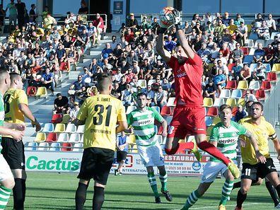 05 Fussball Hinspiel des FC Progres Niederkorn in der ersten Qualifikationsrunde der Europa League gegen Shamrock Rovers (Irland) in Oberkorn am 30.06.2015