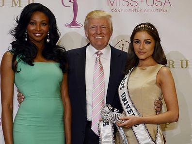 Donald Trump mit Miss USA Nana Meriwether (l.) und  Miss Universe Olivia Culpo (r.)