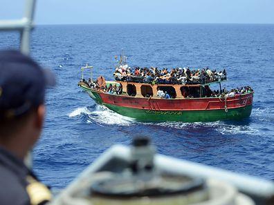 Täglich werden viele Flüchtlinge auf dem Mittelmeer gerettet und unter anderem in Italien an Land gebracht.