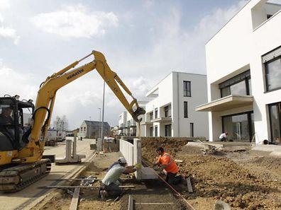 """Si la hausse de la TVA ne devrait concerner que les """"800 à 1.000 nouveaux logements construits chaque année au Luxembourg"""", on craint qu'elle aura aussi un impact sur les prix de l'immobilier en général et les loyers."""