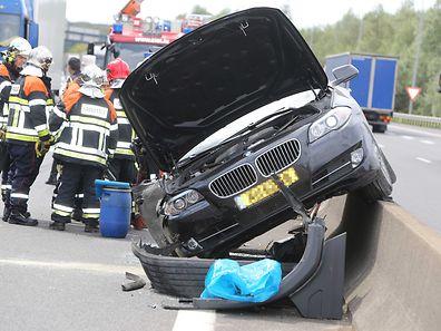 Die vier Insassen des Autos, zwei Erwachsene und zwei Säuglinge, wurden nur leicht verletzt.