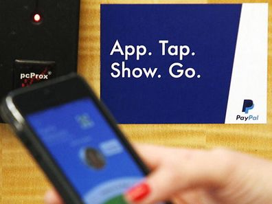 Démonstration de l'application de paiement par mobile, dans l'un des bureaux de PayPal en Californie, le 28 mai 2014