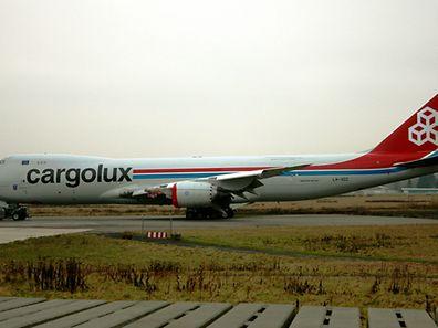 Le Boeing endommagé en transit entre deux hangars