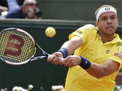 Luxemburg's Gilles Muller returns the ball to Serbia's Novak Djokovic during the men's second round of the Roland Garros 2015 French Tennis Open in Paris on May 28, 2015.  AFP PHOTO / DOMINIQUE FAGET