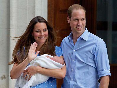 William et Kate le 23 juillet 2013, posant avant leur premier enfant devant le St Mary's Hospital à Londres