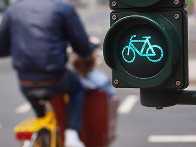 Radfahrer und Fußgänger sollen in Zukunft mehr Platz im öffentlichen Raum bekommen.