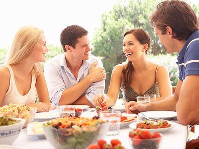 En revanche, les quantités de nourriture ingérées par les femmes ne changeaient pas en fonction des personnes qui les accompagnaient.