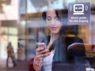 Überall online: In vielen Hotels, Restaurants und Cafés gehört freies WLAN mittlerweile zum Standard.
