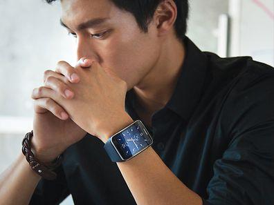 Mitteilungszentrale am Handgelenk: Das Anzeigen von Benachrichtigungen ist eine der Kernfunktionen von Smartwatches. Hier im Bild:Die Samsung Galaxy Gear S.