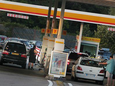 Das Tanken wird allgemein günstiger: Nach dem Diesel- sinkt nun auch der Benzinpreis.