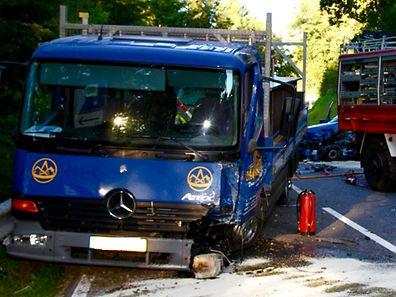 Les deux véhicules ont été très endommagés sous la violence du choc