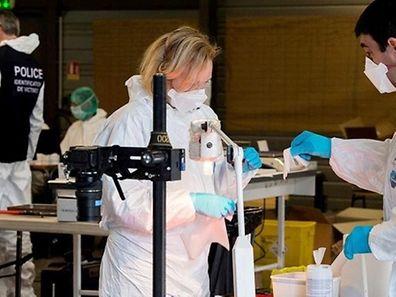 A la Seyne-les-Alpes, les experts de la Gendarmerie Nationale ont «isolé 78 ADN distincts», qui vont être comparés à ceux des familles des victimes.
