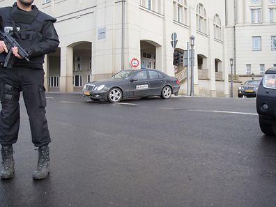 """Höchste Sicherheitsvorkehrungen am Dienstag beim Gefangenentransport zur """"Cité judiciaire""""."""