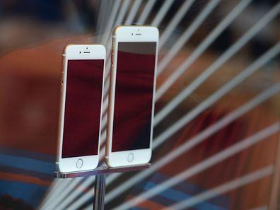 """Der neue iPhone-Bezahldienst """"Apple Pay"""" stößt auf den Widerstand mehrerer großer US-Einzelhändler, die an einem eigenen System arbeiten."""
