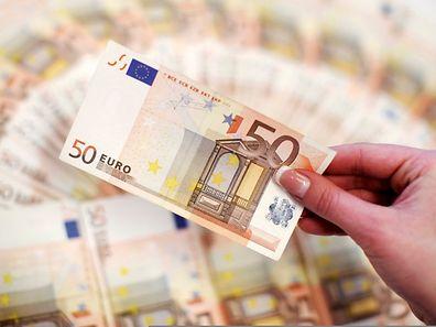 La Banque centrale européenne espère relancer la consommation par le rachat de 60 milliards d'euros de dettes d'Etat par mois jusqu'à au moins septembre 2016