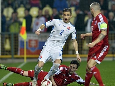Peter Pekarik (C) of Slovakia fights for the ball with Stefano Bensi (down) and Mario Mutsch of Luxembourg during their Euro 2016 qualifying soccer match at the MSK stadium in Zilina March 27, 2015. REUTERS/Radovan Stoklasa