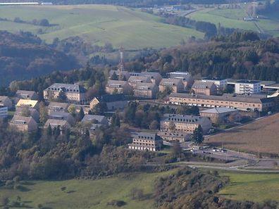 19.10 Luftaufnahmen / Diekirch , Kaserne , / Herrenberg Foto: Guy Jallay