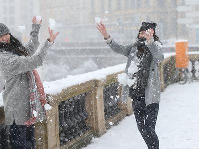 So lustig kann Schnee sein ...
