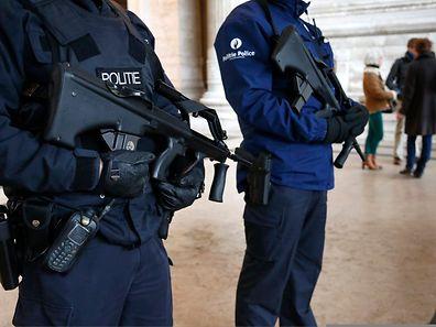 Die belgische Polizei hat eine Organisation ermittelt, die Kämpfer rekrutierte.