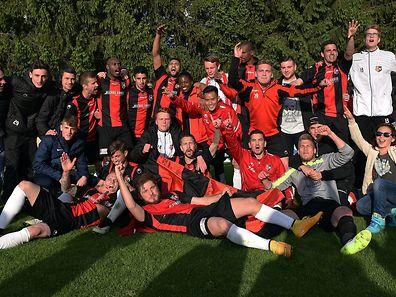 So sehen Sieger aus: Der FC Monnerich bleibt in der Ehrenpromotion.