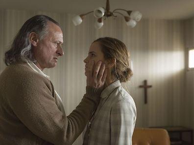 """Als """"Lena"""" bietet Emma Watson bietet ihrem Filmpartner Michael Nyqvist in """"Colonia Dignidad"""" die Stirn. Der Film wurde unter anderem in Martelingen gedreht."""