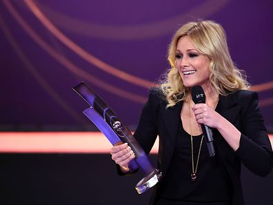 German singer Helene Fischer is awarded with the 'Album of teh year' trophy at the 2015 Echo Music Awards in Berlin, on March 26, 2015. The German music awards are held every year by the German Phono academy.   AFP PHOTO / DPA / BRITTA PEDERSEN +++ GERMANY OUT
