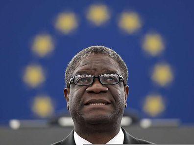 Denis Mukwege erklärt die Arbeit seines Krankenhauses vor dem Europaparlament.
