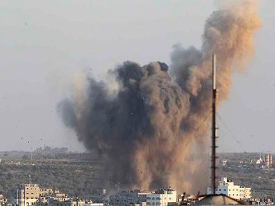 Smoke rises after an explosion in what witnesses said was an Israeli air strike in Gaza August 20, 2014