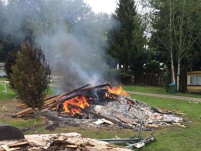 Das Feuer wurde gegen den Willen des Campers gelöscht.