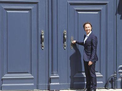 Stéphane Bern devant les portes du palais grand-ducal, en avril 2014.