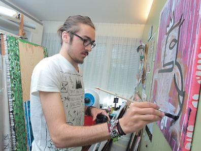 L'artiste dans son atelier de Pétange.