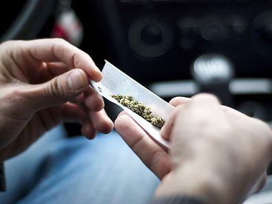 Le conducteur explique aux policiers avoir fumé du cannabis à son insu.