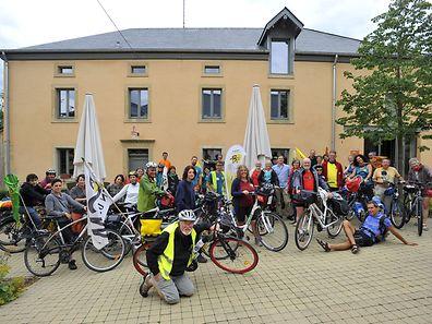 """Les """"alter-cyclistes"""" prêts pour le départ."""