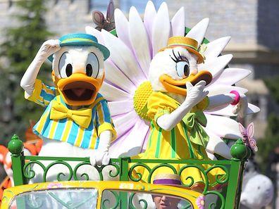 Les marguerites égayeront la voiture de Donald et Daisy. Le défilé s'annonce comme un festival de couleurs, à l'image d'un carnaval prenant vie grâce à une centaine d'artistes.