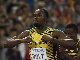 """Jamaica's Usain Bolt celebrates after winning the men's 200 metres athletics event at the 2015 IAAF World Championships at the """"Bird's Nest"""" National Stadium in Beijing on August 27, 2015. AFP PHOTO / FRANCK FIFE"""