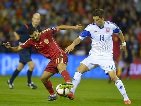 Spain's Pedro Rodriguez (L) fights for the ball with Luxembourg's Kevin Malget during their Euro 2016 Group C qualification soccer match in Logrono, Spain October 9, 2015. REUTERS/Vincent West