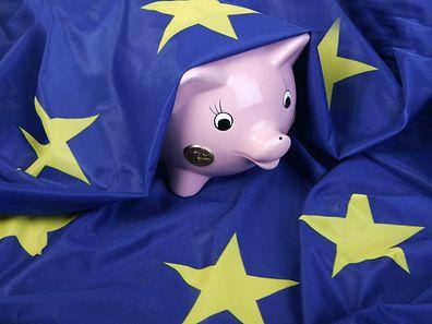 Die EU-Finanzminister diskutieren darüber wie schnell einzelne Länder ihren Haushaltsdefizit abbauen müssen.