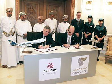 La signature de l'accord s'est déroulée à Mascate, en présence de François Bausch, ministre du Développement durable et des Infrastructures, et de Paul Gregorowitsch, CEO d'Oman Air. (Photo: Cargolux)