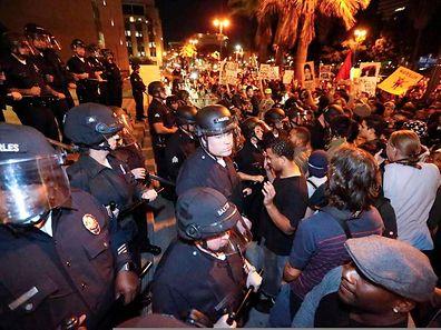 In vielen Städten wie hier in Los Angeles gingen empörte Bürger auf die Straße.