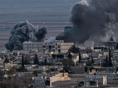 Die Gebäude in der syrischen Stadt Kobane - hier ein Foto von vergangenem November - sind durch die Kämpfe stark beschädigt worden.