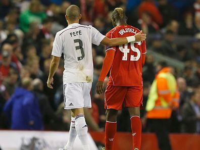 Le geste de trop pour Mario Balotelli? Son échange de maillot avec Pepe à la pause fait beaucoup de bruit.