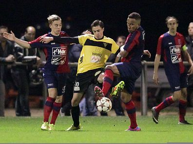 Olivier Cassan (M.) und Niederkorn feierten einen klaren Heimsieg.