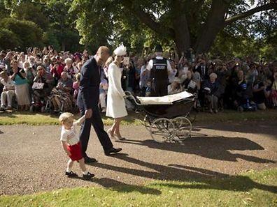 Charlotte est arrivée dans un landau d'époque utilisé par la reine pour transporter ses propres enfants.