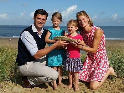La famille Lechat, originaire d'Ansembourg, avec leur trouvaille inédite.