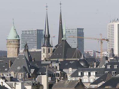 Pro Jahr und Vollzeitequivalent liegen die Bürobelegungskosten in Luxemburg bei knapp 15000 Euro.