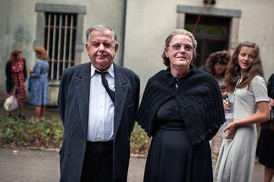 Jeanny Friederich-Schmit (r.)  und ihr Mann Pierre sind als Komparsen beim Dreh dabei.